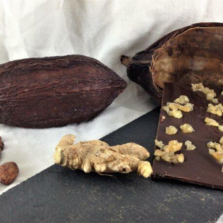 Le chocolat bio 75% cacao en vrac avec des morceaux de gingembre confit