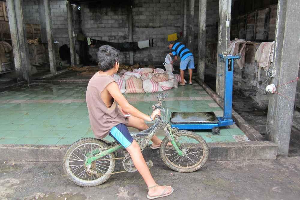 jeune en vélo